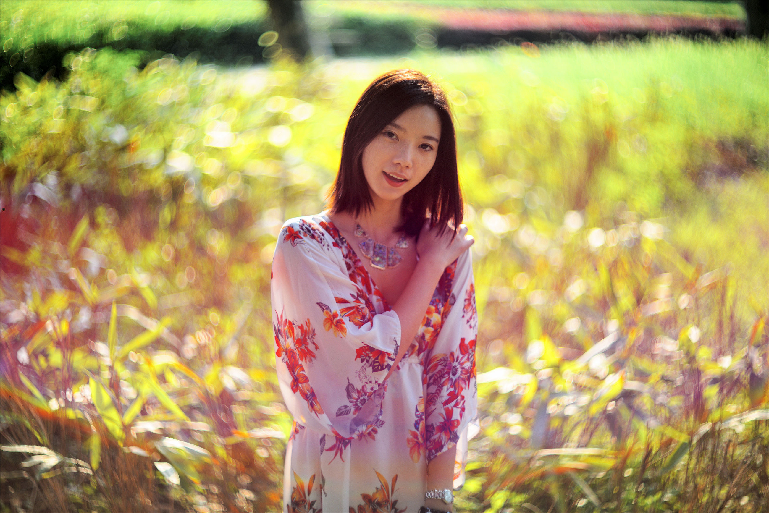 looking at camera, portrait, person, front view, lifestyles, young adult, young women, focus on foreground, standing, smiling, leisure activity, casual clothing, grass, three quarter length, field, happiness, waist up