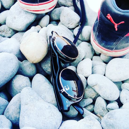 Cool shades Aviatorshades Pumashoes Puma ♡ Photography Photooftheday Photographer Beachphotography Rocks Shades Fashion Fashion Photography Fashionblogger Fashion&love&beauty BLACKSHADES Puma Shoes