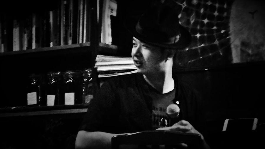 2018/6/15 【古箏小妹 X 愛德華:無限之戰】音樂演奏會速寫 於一文錢大學咖啡館 Taiwan Friendship Friend Bw Bw_lover BW_photography B&w Photo B&w Bw Photography B&w Photography Bwphotography Bookshelf Happy Hour Close-up EyeEmNewHere