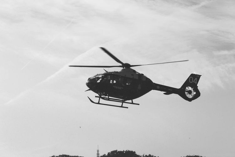 In flight Photography Sky And Clouds Shadows & Lights Eyemphotography The Great Outdoors - 2018 EyeEm Awards Uk Hastings Eyembestshots Hastings Sussex Oval Hastings Black And White Photography Helicopter Silhouette Sky
