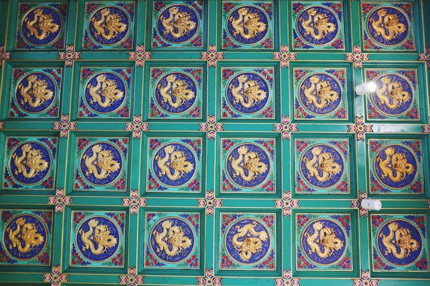 วัดเล่งเน่ยยี่2 Lengneiyi Travel Destinations Multi Colored Decorative Art Indoors  Full Frame No People Backgrounds Cultures Pattern Thailand_allshots Tiled Roof  Tile Dragon EyeEmNewHere Mix Yourself A Good Time
