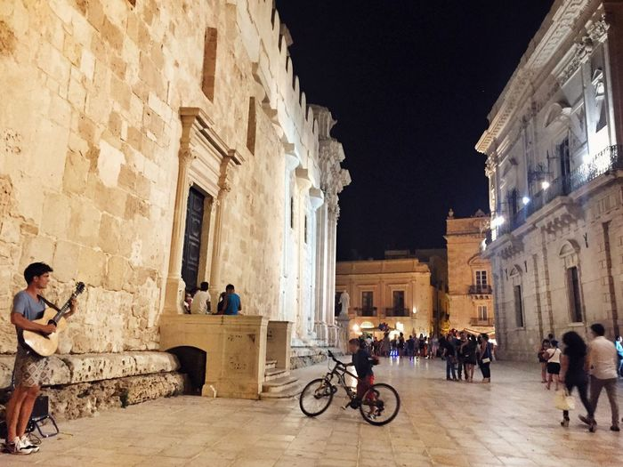 Great Atmosphere Streetphotography Getting Inspired Ortigia Sicily Enjoying The View Architecture_collection Music Guitar Discover Your City Ortigia By Night Duomo - Ortigia