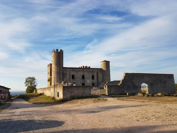 Castle Outdoors Sky Architecture Tower Fortified Wall Rural Scene History Blue Loire Essalois Château Bord De Loire Sunset France 🇫🇷 Beauty In Nature Tranquility Horizon Tranquil Scene No People Nature Non-urban Scene Cloud - Sky