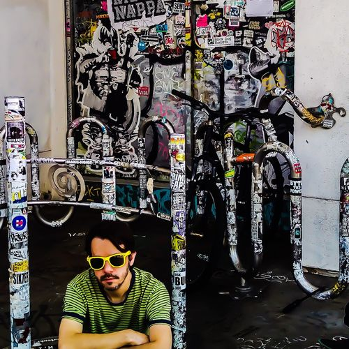 Graffiti Wall Wall Art Wall Painting Graffiti Art Graffitiart Graffiti Wall Guyinteeshirt Guy In Tshirt Graffiti Photography Guy Sitting Guywithsunglasses EyeEm Best Shots EyeEm Best Edits EyeEm Gallery Uniqueness