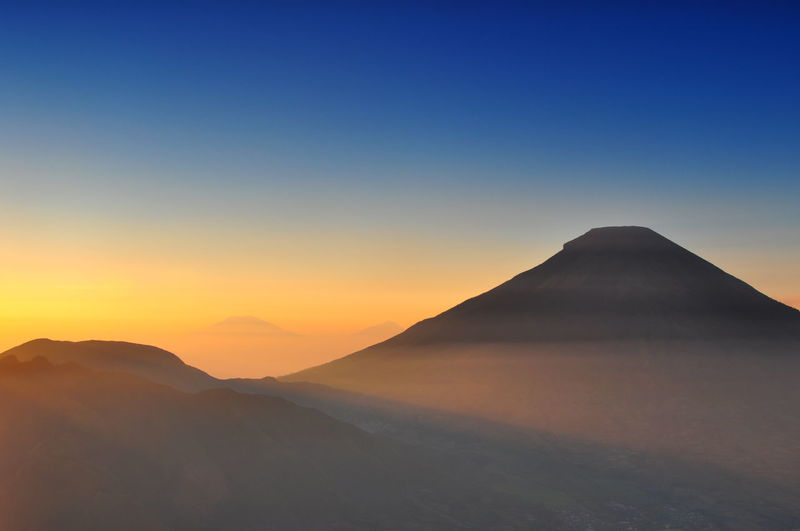morning view form Sikunir INDONESIA Sindoro Beauty In Nature Clear Sky Copy Space Day Dieng Indonesia_photography Landscape Mountain Mountains Nature No People Outdoors Ray Of Light Scenics Sikunir Silhouette Sky Sumbing Sunset Tranquil Scene Tranquility