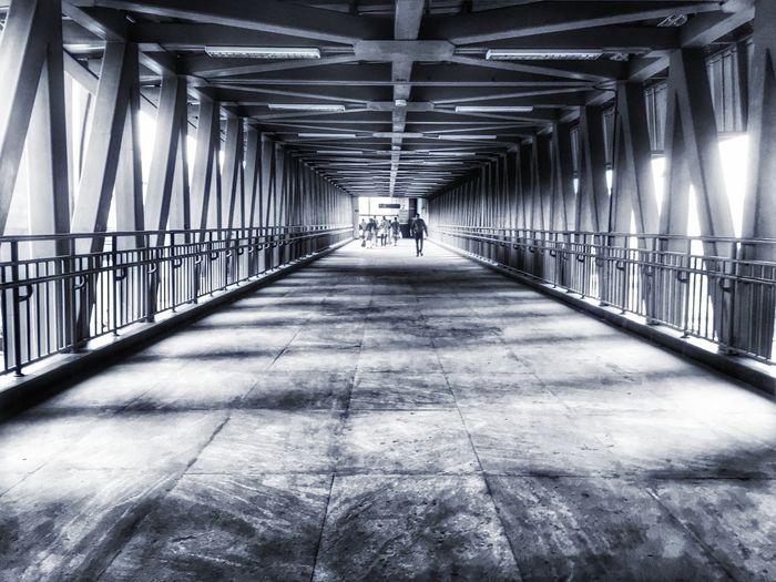 Bridge Leadingslines Construction