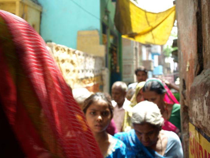 #Eyes #India #colorfulsari #hereyes #indiangirl #smallalley #uttarpradesh #varanasi SoloTraveller Traveling Wandering Amazingindia Belief Focus On Foreground Group Of People Oldtown People Real People Reallife Women