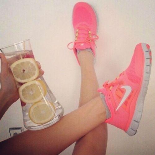 👣👟👟Spordan gelinir ve doya doya limonlu soda içilir 😍💛💙💜💚❤👣👣 Limonlusoda Soda Nike Lemon drink foot tagsforlikes likeforlike fitness sports