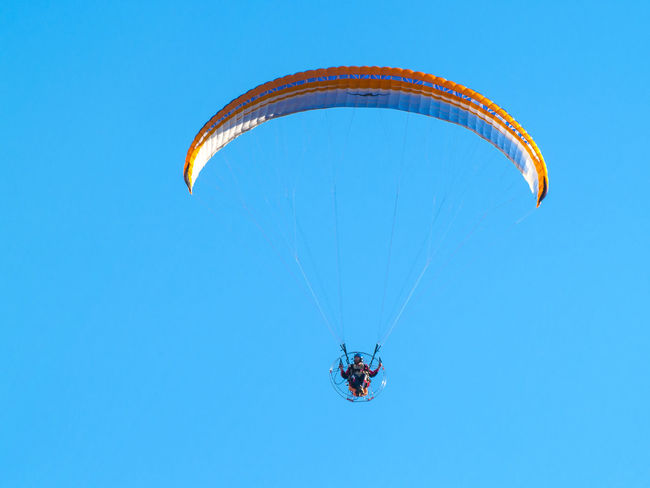 Adventure Adventure Sports Aereal View Clear Sky Day Extreme Extreme Sport Extreme Sports Flying Flying High Leisure Activity Lifestyles Man Mid-air Nature One Person Outdoors Parachute Paraglider Paragliding People Real People Sky Sport