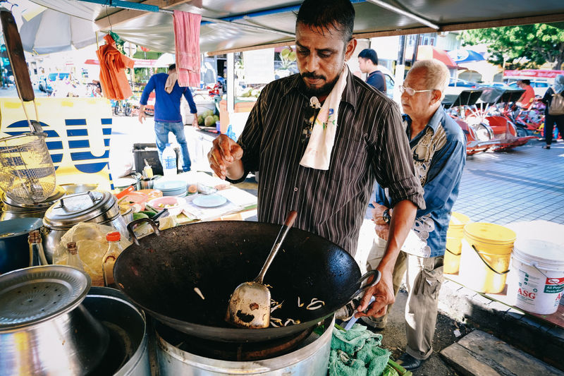 Adult Beard Choice Food Food Stall Freshness Fujifilm FUJIFILM X-T10 Fujifilm_xseries Hawker Healthy Eating Lifestyles Market Stall Men Noodles Person ShareTheMeal Stall Street Photography Streetfood Streetfood Worldwide Streetphotography Two People VSCO Wok