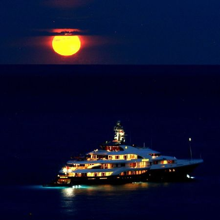 The Red Moon Rises Nofilter 70 -200mm Monaco Larvotto yacht