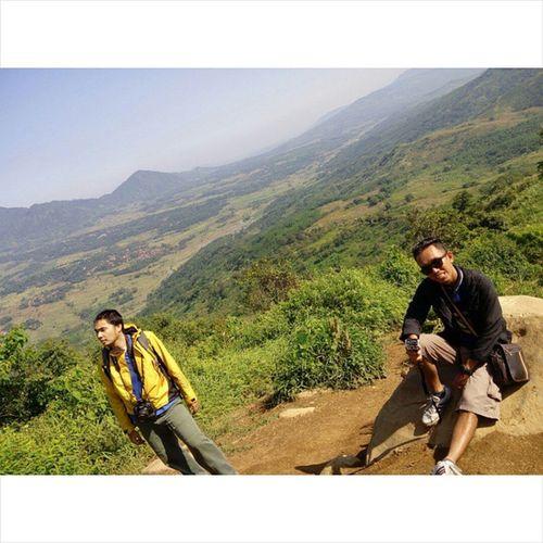 """Bahagia itu mudah"" Onedayhiking Onedaytrip Alonetraveler Alonetrip Indonesiaindah Travelindonesia Gunungbatujonggol Gunungbatu Mountain Nature Jalan2terus"