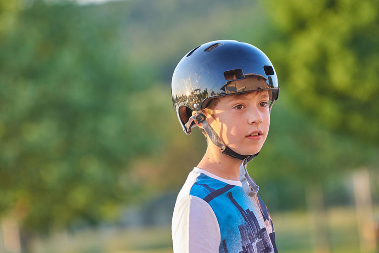 https://youtu.be/WxbnKGCecAo Baseball Helmet Boys Childhood Close-up Cycling Helmet Day Focus On Foreground Headshot Headwear Helmet Lifestyles Nature One Person Outdoors People Real People Sports Helmet Standing Tree