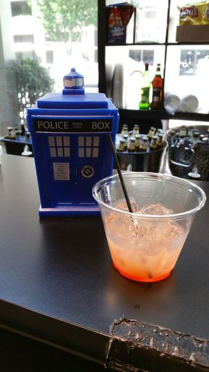 They had drinks in the hallway & Brent was the man. Wizard World Sacramento 2015 Tardis