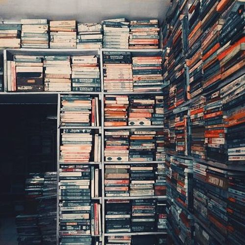 """""""Theman who does not Readgood Books has no Advantage over theman who can'treadthem.""""📚📗............................................................................. Vscocam vscobest vscoindia IndiaPictures indiagram vizag _soi bookstore usedbookstore instagood instadaily instabest"""