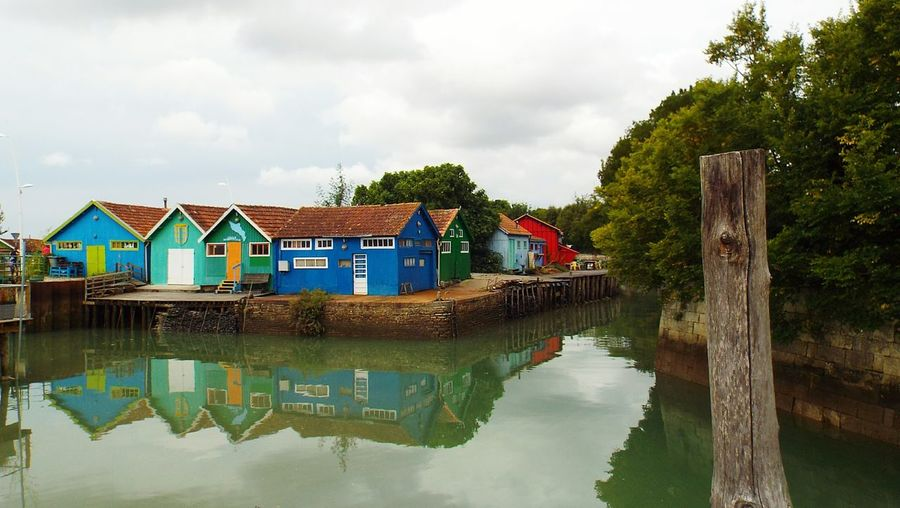 Cabanes de pêcheurs. Oleron Lechâteaudoléron France Water Reflections Color Photography Reflected Glory EyeEmBestPics Town TOWNSCAPE Townhouse Sea Front No People Reflets Reflection Reflection_collection The Great Outdoors - 2016 EyeEm Awards