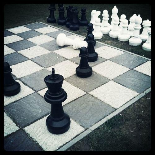 Giant Chess