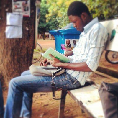 Life of a Freshman in the Uni ...busily reading the Faculty handbook.. let it go bruv.. KampusLife Udsinsta