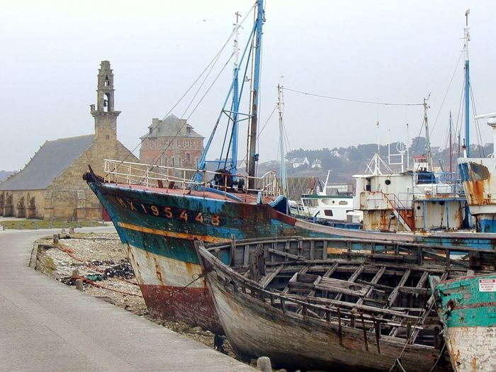 Camaret-sur-Mer In 2005 Bretagne Bretagne Lovers Shipwreck Churches Miles Away Ships Femalephotographerofthemonth Wrack The Great Outdoors - 2017 EyeEm Awards Harbor Transportation No People Outdoors Mode Of Transport Nautical Vessel Boat Water Architecture