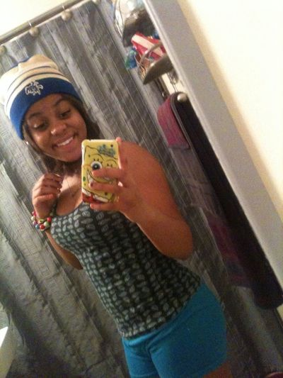Chilled Outt Maynee .. Bhudd Old ! New Tew Yhuee