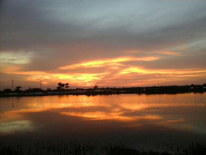 Senjakala Orange Sky Hello World Photographymobile EyeEm Indonesia Nature Self Portrait Sunset #sun #clouds #skylovers #sky #nature #beautifulinnature #naturalbeauty #photography #landscape