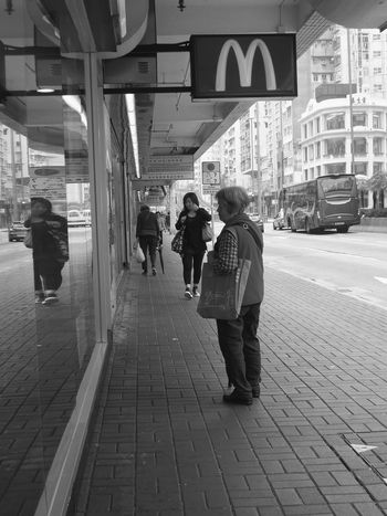 My Trip to Hong Kong. Everyone speaks McDonald's. :) People Real Life Everyday Life Kowloon People Watching Peoplephotography Life Curious Stop For A Minute People And Places The Street Photographer - 2017 EyeEm Awards