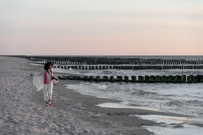 Beach Beauty In Nature GERMANY🇩🇪DEUTSCHERLAND@ Holidays Horizon Over Water Keycolor Leisure Activity Nature One Person Ostsee Outdoors Sand Scenics Sea Shore Standing Vacation Walking Water Women