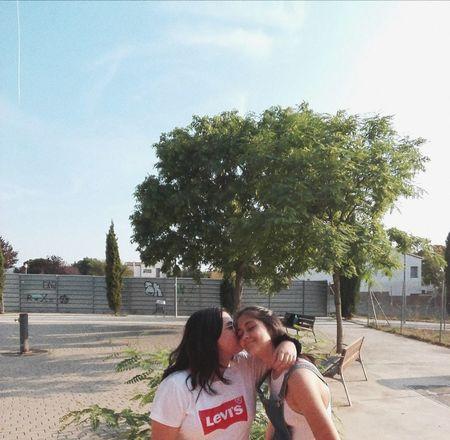 Young Women Friendship Tree Togetherness Bonding Women Headshot Cheerful Love Men