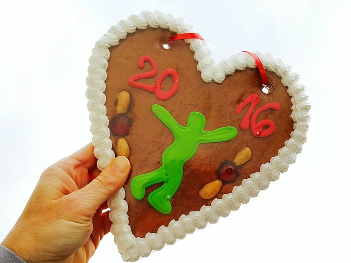 Holding Heart Shape Lebkuchen Lebkuchenherz Gingerbread Gingerbread 2016 Ginger Bread Gingerbread Heart Holding A Gingerbread Heart 2016 2016 Heart Showcase: December Heart For Runners Runners Heart Runner 2016