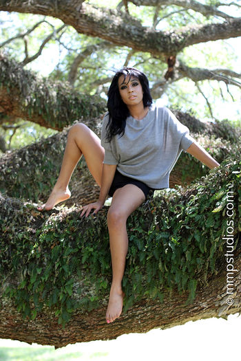 @melvinmaya @mmpstudios_com Artistic Beautiful Dark Hair Houston Nature Texas Tree Beautiful Woman Creative Followme Full Length Gorgeous Lifestyles Model One Person Outdoors Photogprahy Photographer Sitting Young Adult