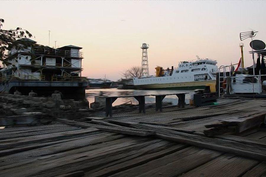 Pelabuhan Kota Cirebon disore hari. Cirebonphotographyforum Cirebon  Cirebonbribin Aboutcirebon Beach Port Jawabarat