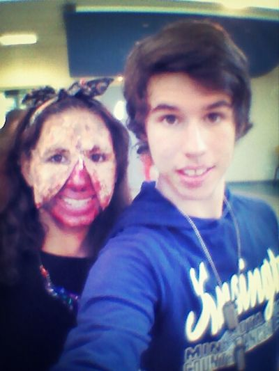 i'm with a zombie :o ahah trop fort :p