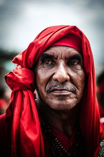 Human Face Portrait Adult Red Human Body Part People Close-up Real People Turban Tradición Cultural Tradition Venezuela_captures Venezuela Folklore DiablosDansantesDelYare Diablos Yare Outdoors Fan - Enthusiast