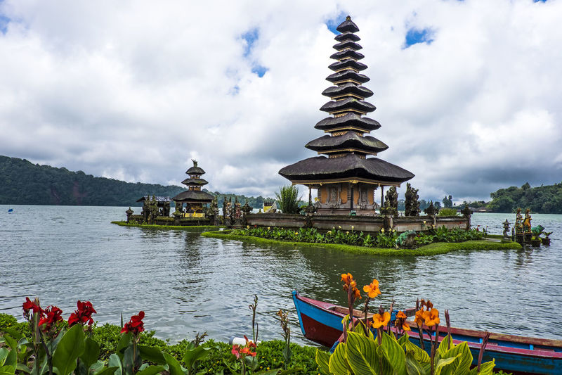Bali, Indonesia EyeEmNewHere Ulun Danu Beratan Temple Architecture Beauty In Nature Belief Building Building Exterior Built Structure Cloud - Sky Lake Nature No People Outdoors Place Of Worship Plant Religion Sky Spirituality Travel Travel Destinations Ulundanuberatan Bali Water