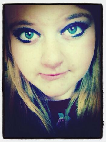 Dont look back , Live The Moment  Prett Eyes Green Eyes