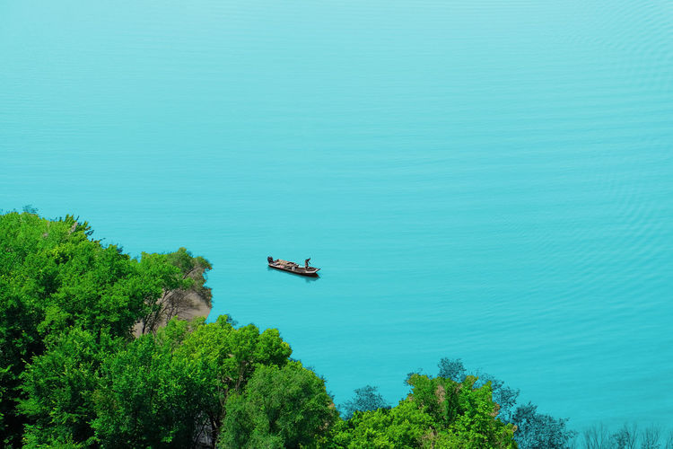 Lonely fisherman on Mississippi River Riverbed Beauty In Nature Big River Crossing Fisherman Boat Harmony With Nature High Angle View Outdoors Tranquility Travel Tree Turquoise Colored Water