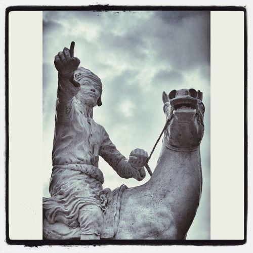 :: paentengi siri'nu :: Statue Monument Makasar Fort Rotterdam