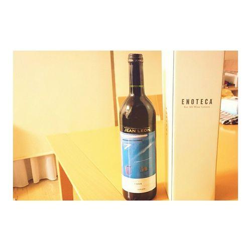 両親に 結婚記念日 のプレゼント 今年は記念年の ワイン 🎉 広尾のEnoteca で買いました😊 HappyAnniversary 21years Wine 1994 VintageWine Jeanleon Redwine 😚