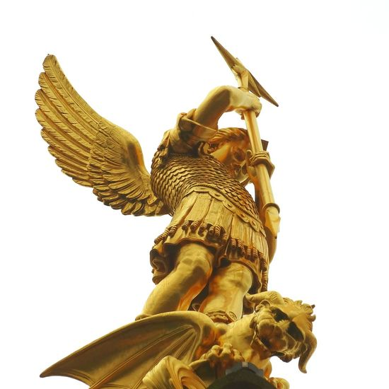 Don't do it ! Statue Gold Angel Dragon Spear Religion Myth Mythology Fashion Relaxing Taking Photos Hi! That's Me Check This Out Enjoying Life Hanging Out Hello World Cheese! Hanging Out France Mercure Mercure Mont St Michel Eglise Eglise Mercure Vendée