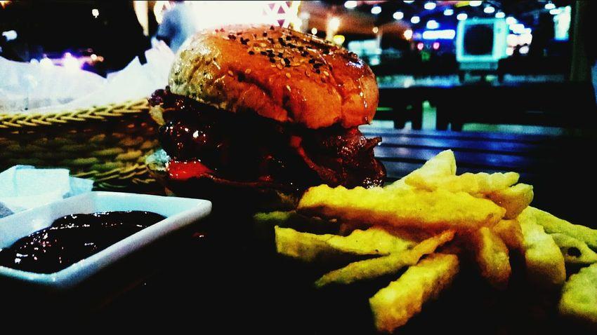 Food First Eyeem Photo Philippines Burger Fries! Foodphotography Nuvaliph AyalaMalls Ayalamallssolenad3 Close-up One Person Fast Food Foodblogger Foodcourt