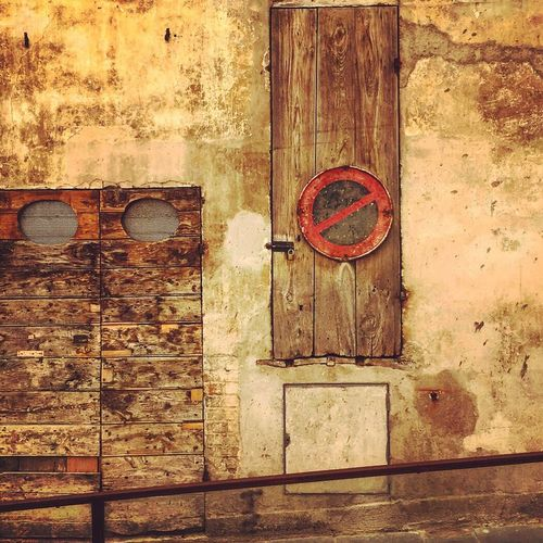 Dove mi Porta ? N •2 🚪🏠 Closed Door Wood - Material Wooden Built Structure Architecture Building Exterior Outdoors Travelling Italy City Life Journey Daily Life Traveller Dailyphoto City Spoleto Umbria Doors Doors Lover Doorsonly Italia Italy❤️