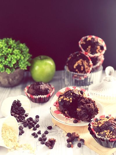 EyeEm Selects Food And Drink Food Sweet Food Dessert Sweet Cake Baked Indulgence Chocolate Unhealthy Eating Freshness Fruit Table Temptation Cupcake No People Indoors  Ready-to-eat Berry Fruit Chocolate Cake