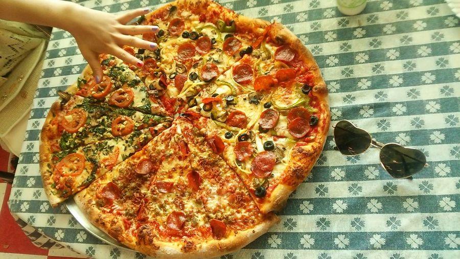 松元くんおすすめ!リーズナブルででかいw Pizza