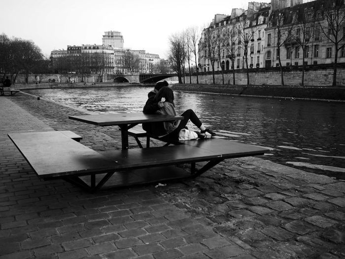 Goûter avec une amie Bench Day Goûter Jeunesse La Seine Outdoors River Water