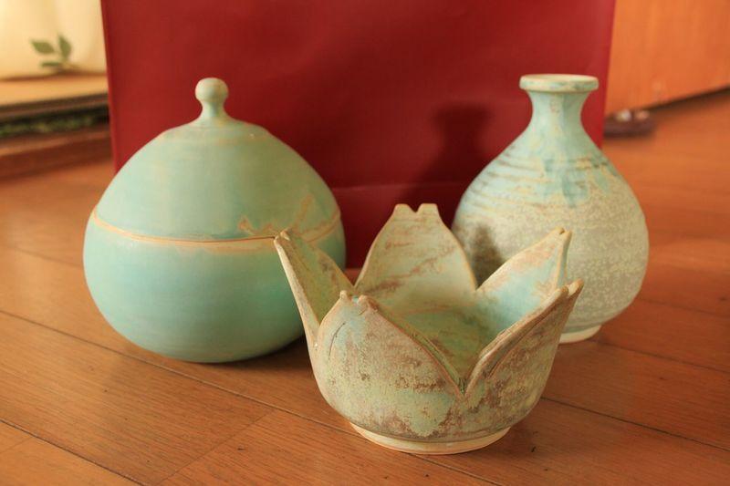 京月窯にて新しく買い求めた三点。花瓶と桜型の器はともかく… 大堀相馬焼 京月窯 焼物 陶器