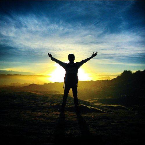 Sunrise Bromo Selamat Pagi Semangatku Selamat Pagi Matahariku Selamat Pagi Indonesiaku Berpelukan dengan dingin kabutmu dan menunggu hangatnya sinarmu untukku dan juga alam semesta ini...... Jalanjalan Ngetrip Adventure Melakumelaku Petualangan Bromo Touring Tamannasionalbromosemerutengger
