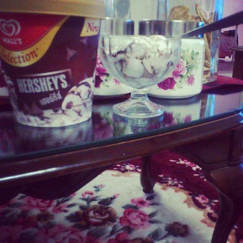 Love it!:) thanks mum! I Love You!:D hehe,nnnti time tgk cerita CintaJannah & DewiLasak boleh makan :) huhu^^ WallsHersheys