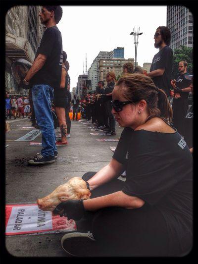 10 de Dezembro: Dia Internacional dos dereitos animais. @veddas Os animais sentem medo, dor, angustia, tristeza, solidão,forme, sede e alegria. E não estamos falando apenas de cães e gatos. Porcos, vacas, cavalos, e peixes são caes capazes de sofrer e sentir assim como nós. Vegan Popckorn Save The World
