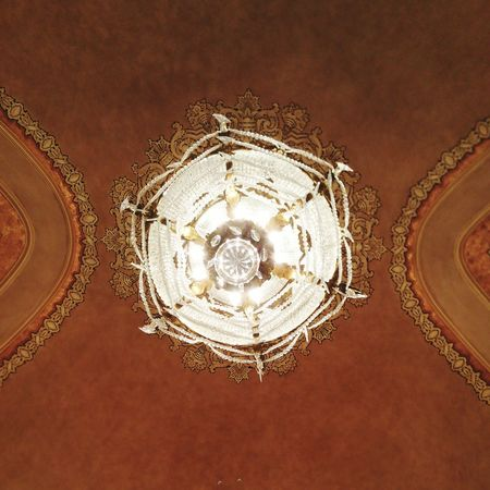 Looking Up Old Lights Crystal Turn Of The Century Decor Chandelier Chandeliers Lighting Lights Old Sioux City Theater Theaters