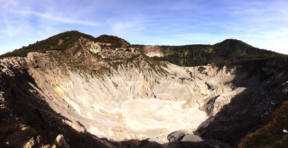 Edge Of The World Tangkubanperahumountain Westjavaindonesia Westjava Lembang INDONESIA Mountain Mountain View